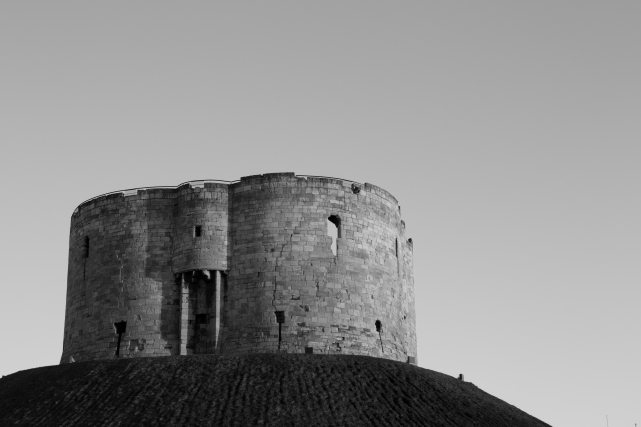 Clifford's Tower, #01 (Flickr).jpg