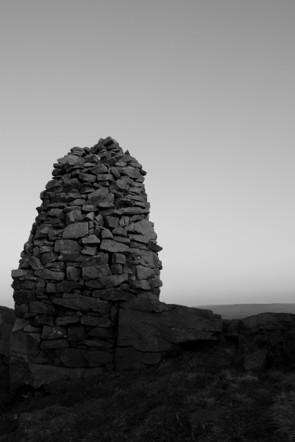 Larger Cairn, Skipton Moor, 01 (Flickr).jpg