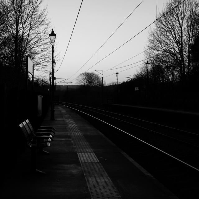 Railway Station, Saltaire (Flickr).jpg